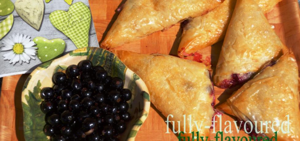 Słodkie rożki filo z serem i owocami (autor: ewa)