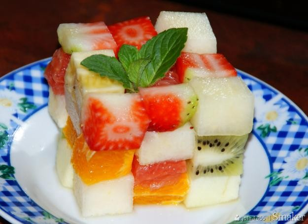 Kolorowa kostka owocowa