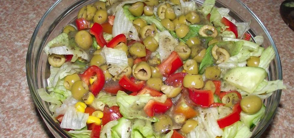 Sałatka z sosem greckim (autor: konczi)