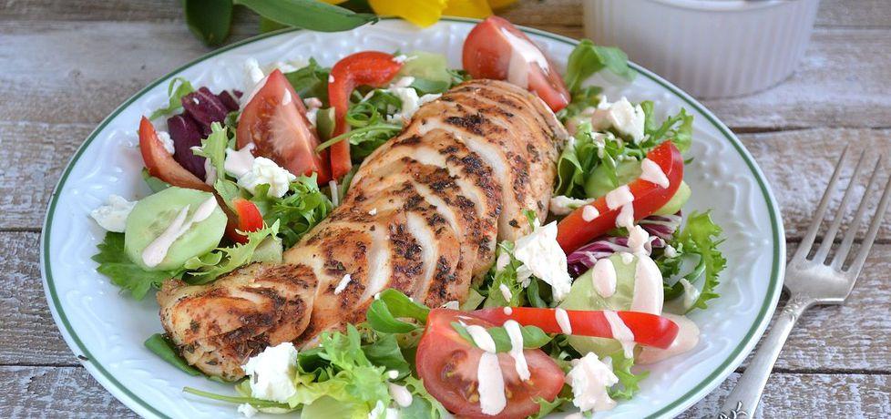 Sałatka z grillowanym kurczakiem (autor: mufinka79 ...