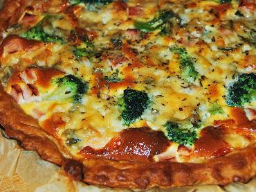 Tarta z brokułami, szynką i gorgonzolą