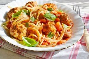 Spaghetti z klopsikami  prosty przepis i składniki