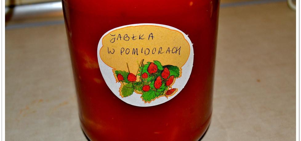Jabłka w przecierze pomidorowym. (autor: christopher ...