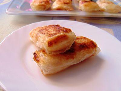 Pierożki z serem i brzoskwiniami w papierze ryżowym ...