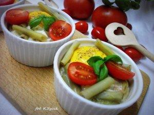 Jajka zapiekane z fasolką szparagową
