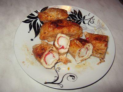 Roladki z kurczaka z paluszkami krabowymi