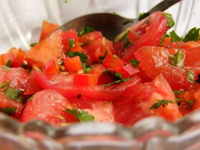 Sałatka z pomidorów i kolendry