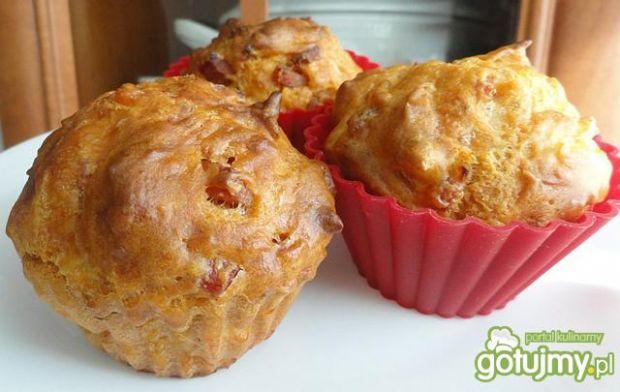 Przepis  muffinki cebulowo-serowe z wędlinką przepis