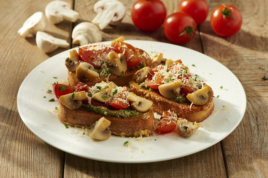 Tosty z grzybami i pomidorami