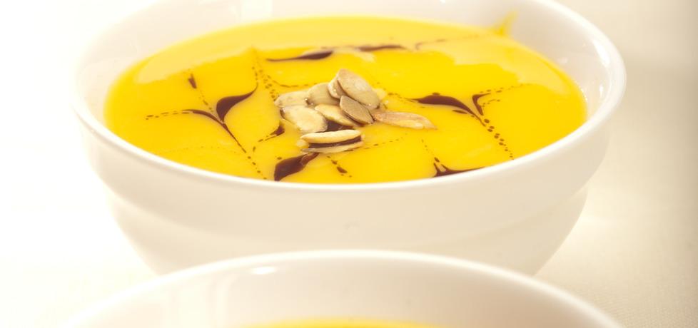 Zupa krem z dyni z imbirem, kardamonem, mlekiem kokosowym i ...