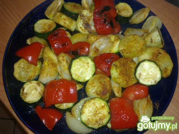 Przepis  warzywna sałatka prosto z grilla przepis