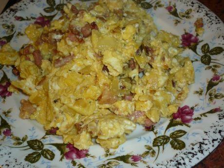 Przepis  jajecznica z boczkiem i cebulką przepis