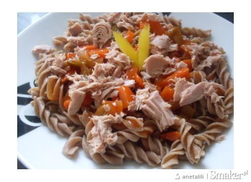 Makaron z sosem słodko-kwaśnym i tuńczykiem