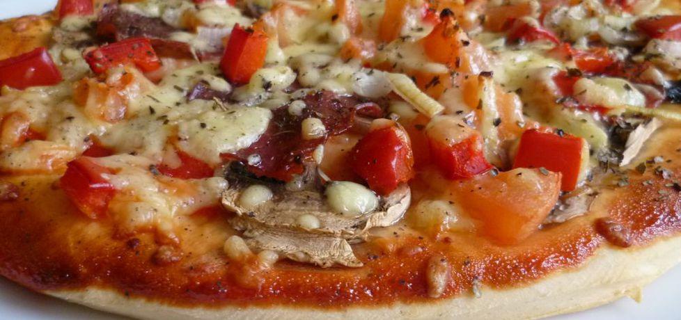 Pizza z salami (autor: krystyna32)