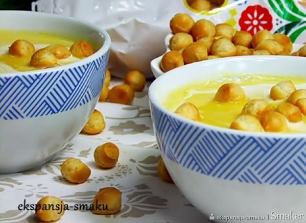 Zupa z dyni i groszkiem ptysiowym