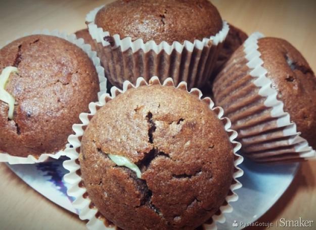 Czekoladowe muffiny z budyniem