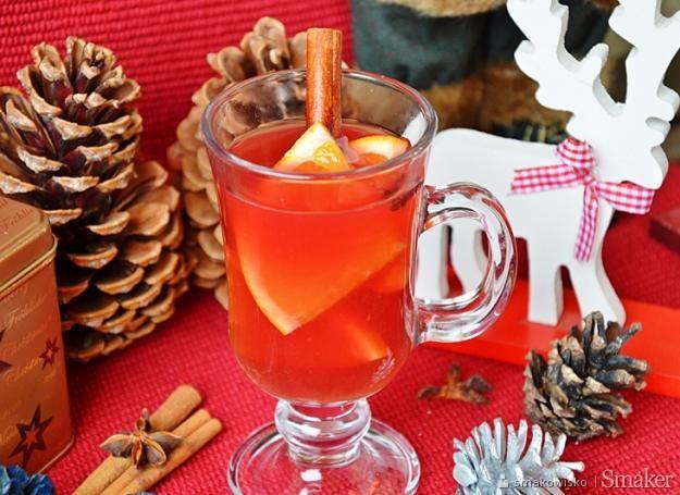 Herbata z sokiem z pomarańczy i cynamonem