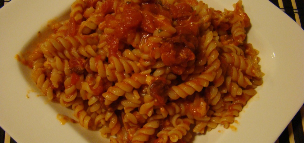 Makaron z kabanosami i sosem pomidorowym (autor: kate500 ...
