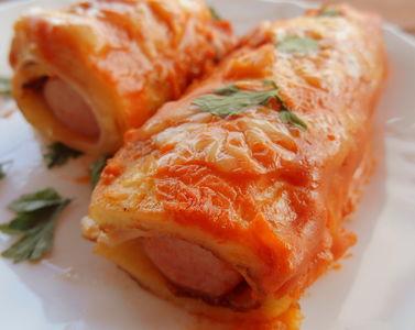 Paróweczki w naleśnikach zapiekane z sosem pomidorowym ...