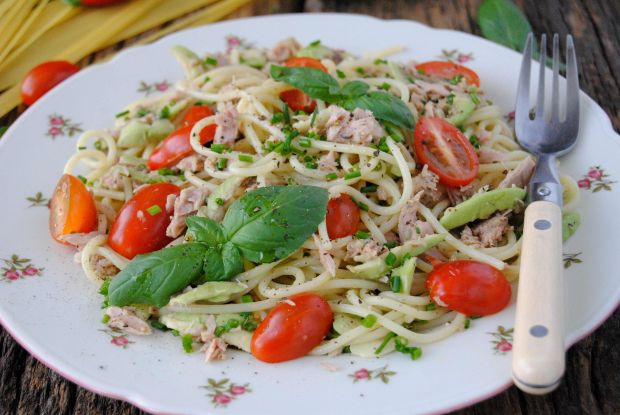 Przepis  spaghetti z awokado i tuńczykiem przepis
