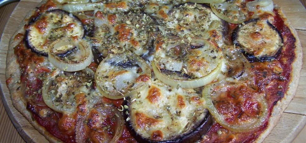 Pizza z bakłażanem na cienkim i chrupiącym chlebowym spodzie ...