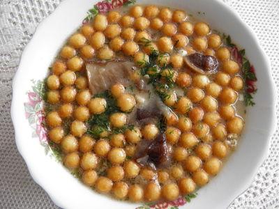 Zupa grzybowa z groszkiem ptysiowym