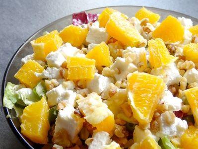 Sałatka z pomarańczą i sosem miodowo