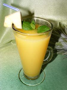 Napój (drink) ananasowo