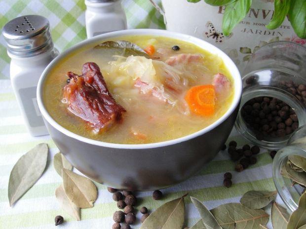 Zupy: kapuśniak na żeberkach wędzonych