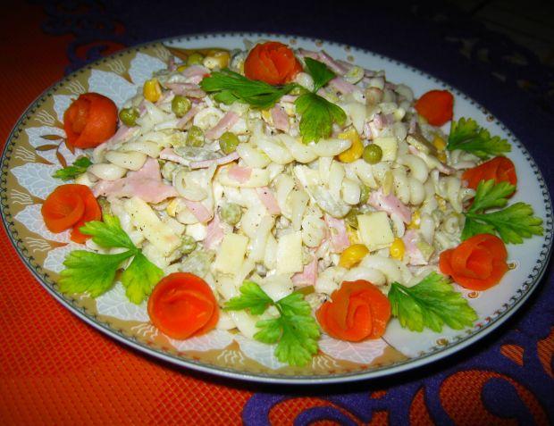 Przepis  smaczna sałatka makaronowa przepis