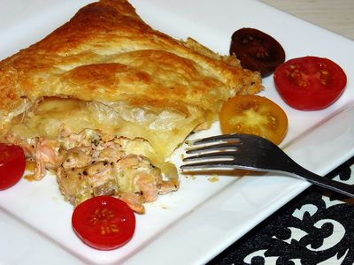 Calzone z ciasta francuskiego z łososiem