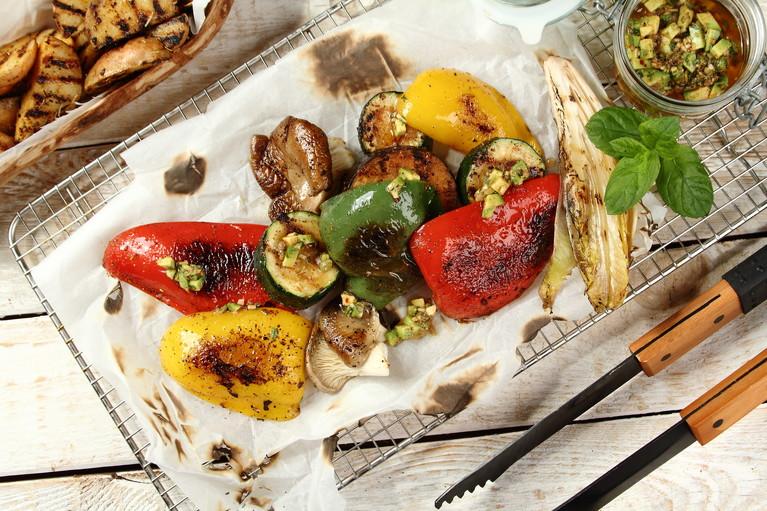 Warzywa grillowane z salsą awokado