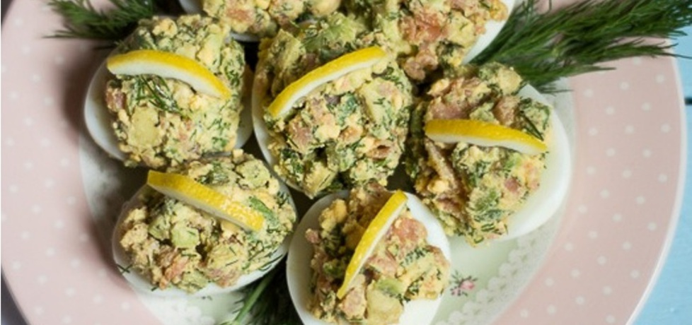 Łosoś, awokado i jajka faszerowane :) (autor: bernadettap ...