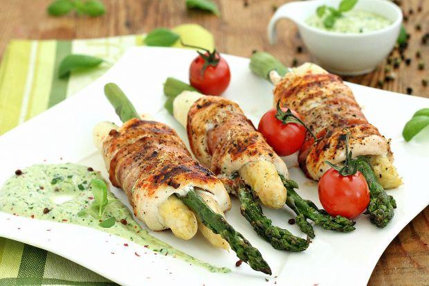 Przepis  szparagi z grilla z sosem bazyliowym przepis