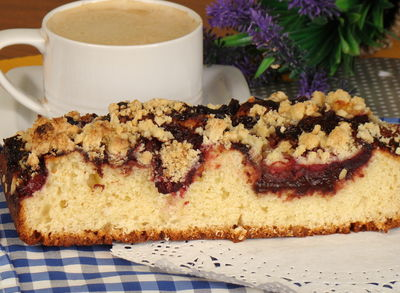 Ciasto drożdżowe z powidłami i śliwkami