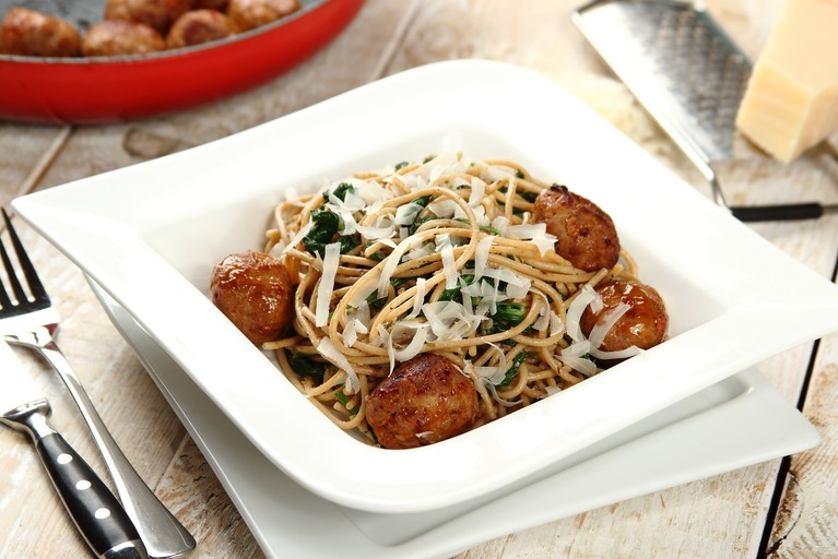 Spaghetti z pulpetami i szpinakiem
