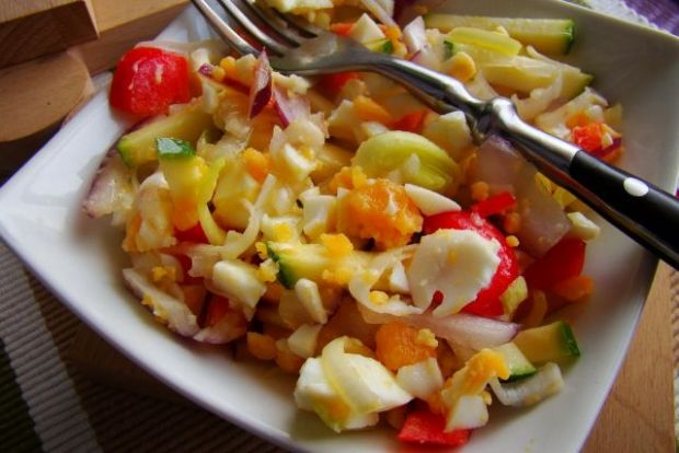 Przepis  sałatka z pora, cukinii i jajka przepis
