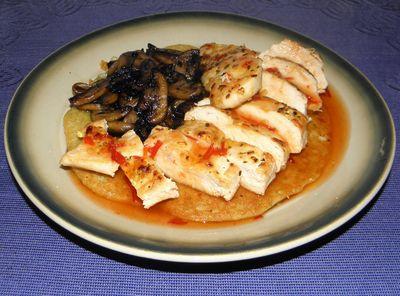 Kurczak na ziemniaczanym placku z pieczarkami i słodkim sosem ...
