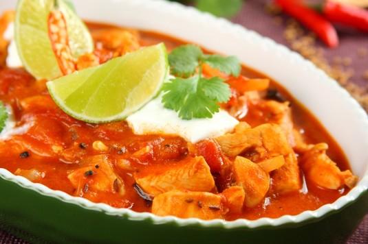 Kurczak w sosie curry z pomidorami