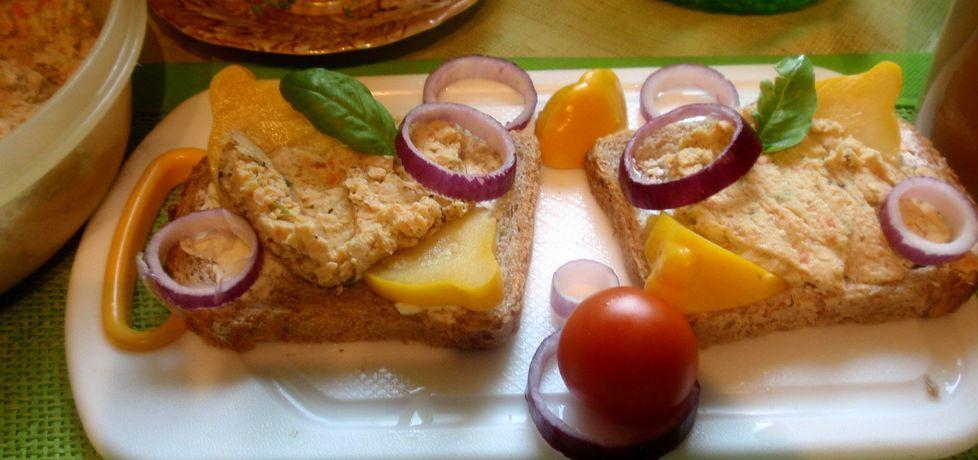 Pasta do chleba z czerwonej soczewicy i mięsa drobiowego (autor ...