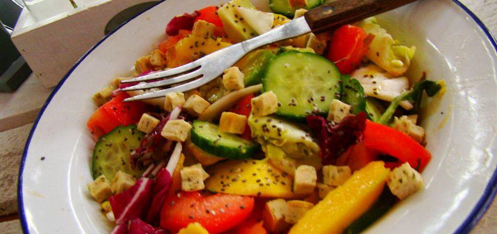 Sałatka warzywna z mango i owocami chia (autor: iwa643 ...