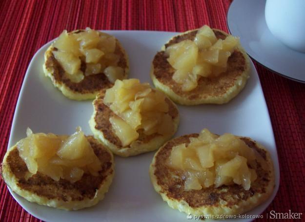 Imbirowe placuszki serowe z jabłkami w galaretce