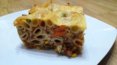 Zapiekanka makaronowa z mięsem mielonym i warzywami ...