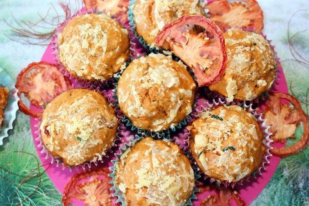 Przepis  muffiny pomidorowe z serem i szynką przepis
