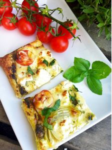 Tarta pomidorowa z pesto i kozim serem