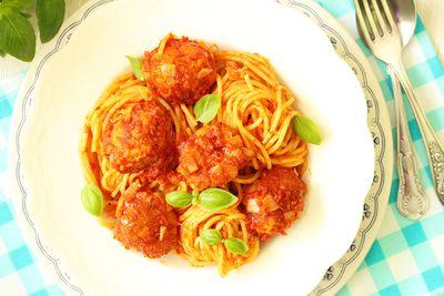 Spaghetti z pulpecikami drobiowymi
