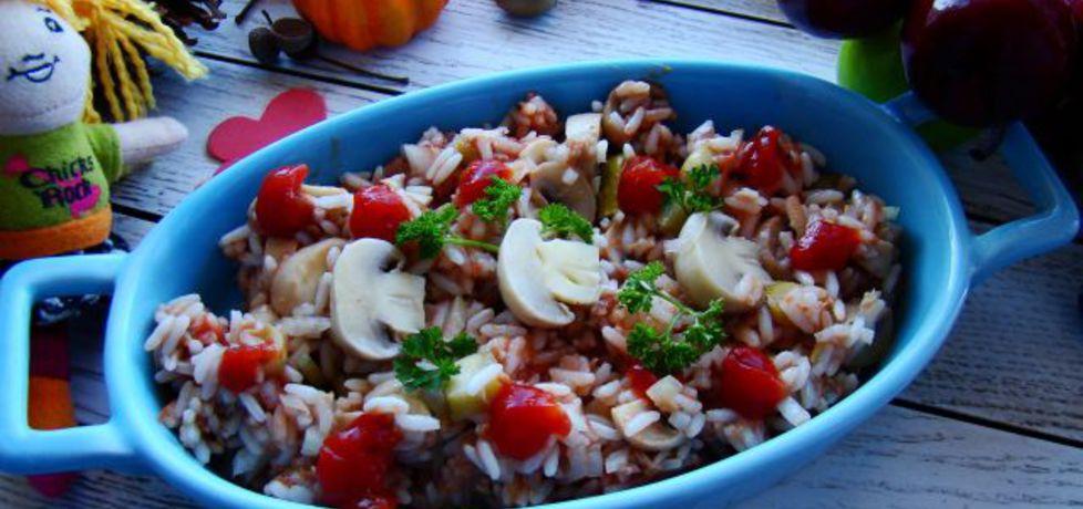 Sałatka ryżowa z pieczarkami i różowym sosem (autor: iwa643 ...