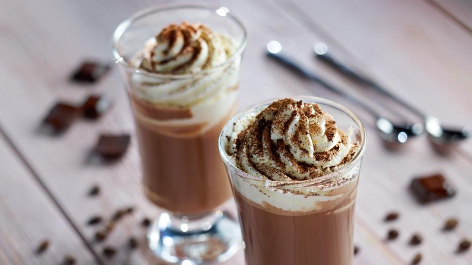 Przepis na gorącą czekoladę z bitą śmietaną