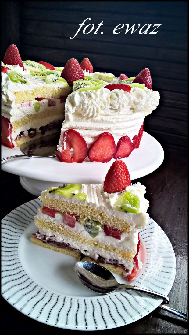 Przepis  tort z truskawkami i kiwi przepis