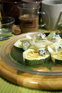Wstążki z cukinią i serem pleśniowym.